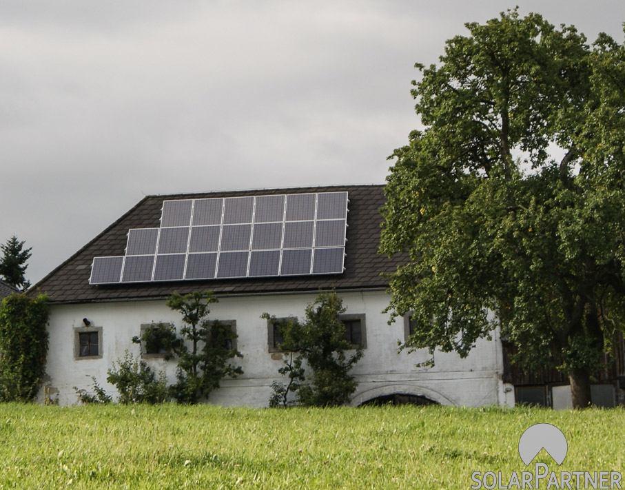 Große PV Anlage mit maximaler Ausnutzung der Dachfläche.