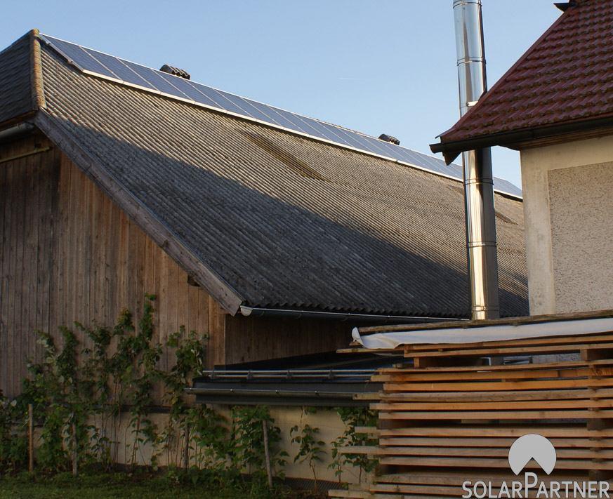Lanwirtschaftliches Nebengebäude mit PV-Anlage.