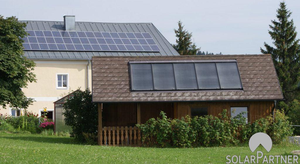 Solaranlage auf Gartenhütte.