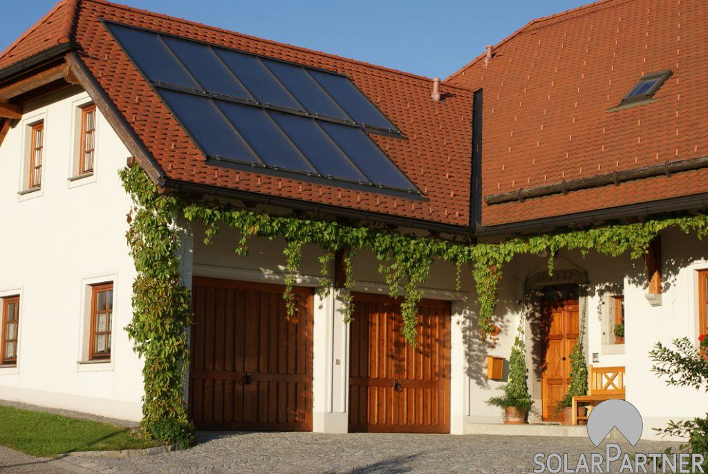 Solaranlage für Warmwasser und Heizungsunterstützung - 2 Felder übereinander.