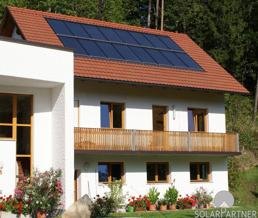 Große Solaranlage für Heizen und Warmwasser.