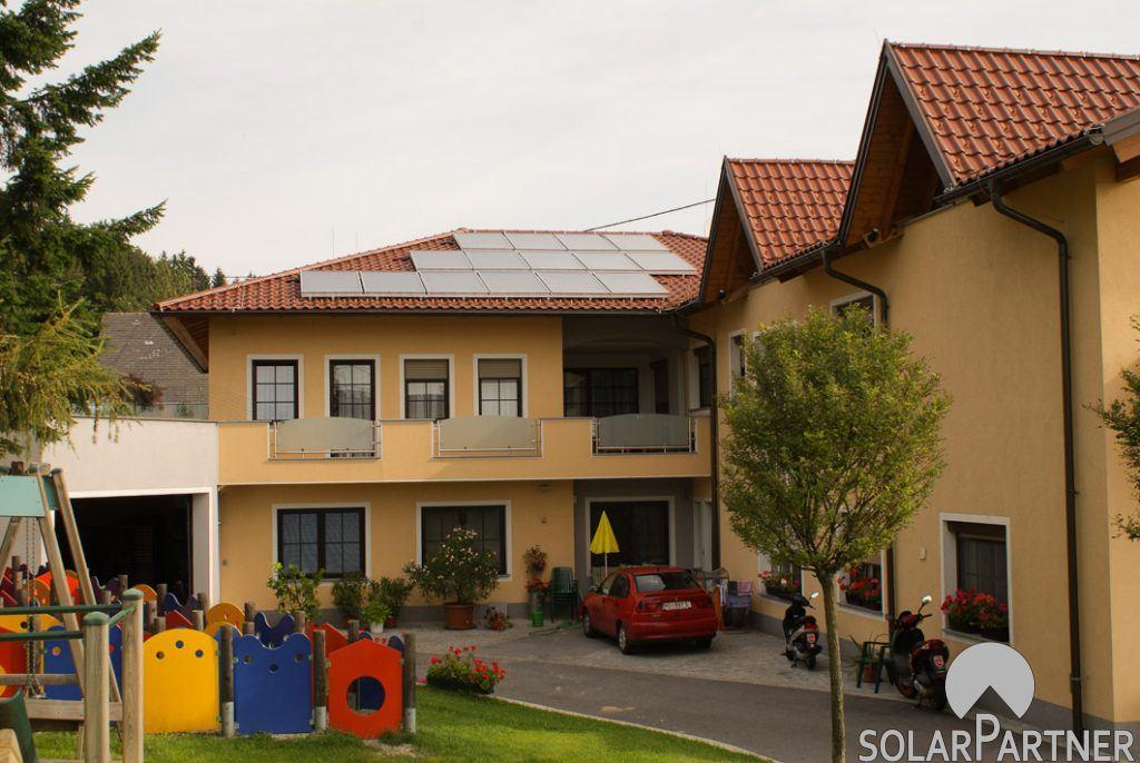 Gewerblich genutzte Solaranlage mit optimaler Nutzung der Dachfläche.